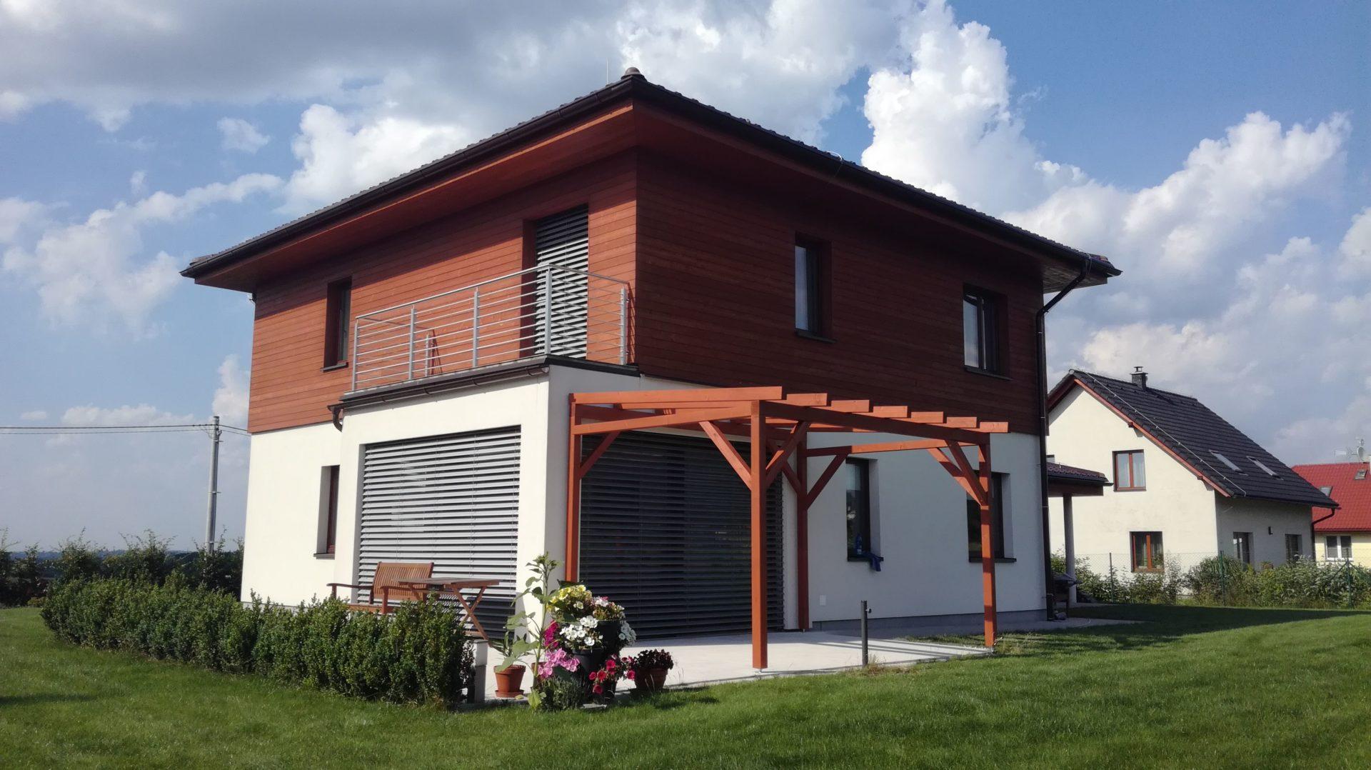 Kompletní stavba volně stojící dřevěné pergoly